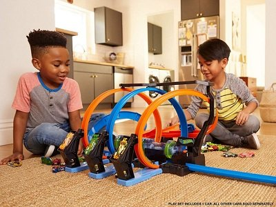 Hot Wheels Corkscrew Crash Track Set - The ultimate set for speed and motorized boosted action
